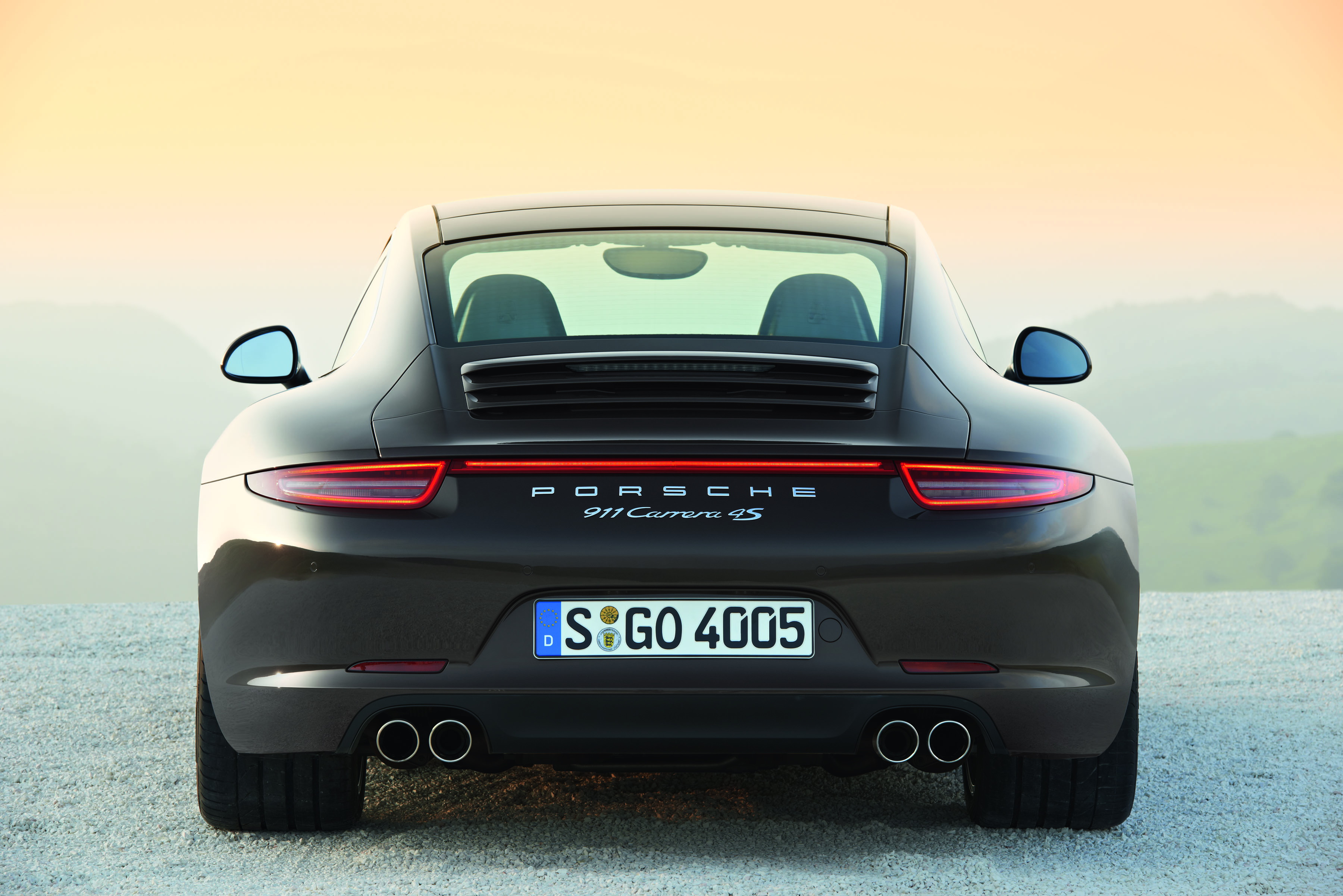 Porsche 911 Carrera 4s Coupe - i fianchi da sposa le donano come sempre